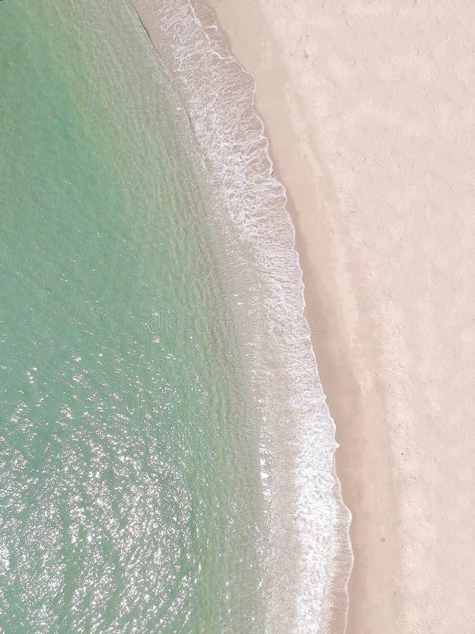 Пляж взгляда сверху портрета ясный в Таиланде стоковое фото rf