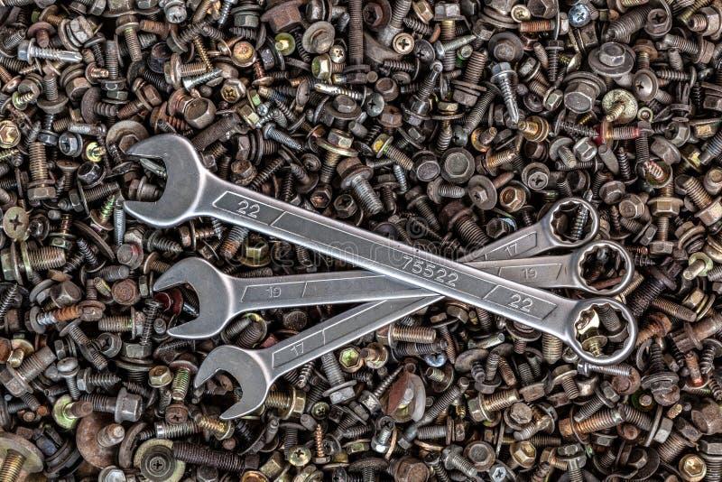 Плоские положенные ключи металла стоковое фото