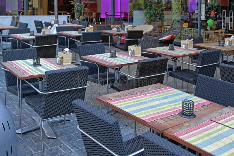 Пустые таблицы ресторана стоковое фото rf