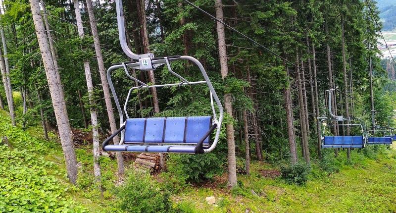Пустой подъем лыжи летом в прикарпатских горах стоковое изображение rf
