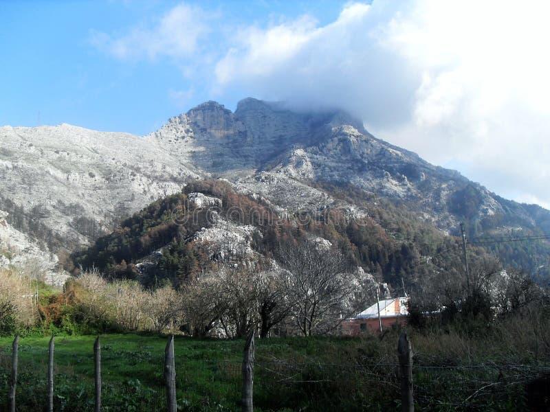 Путь и взгляд держателя Faito в юге Италии стоковая фотография