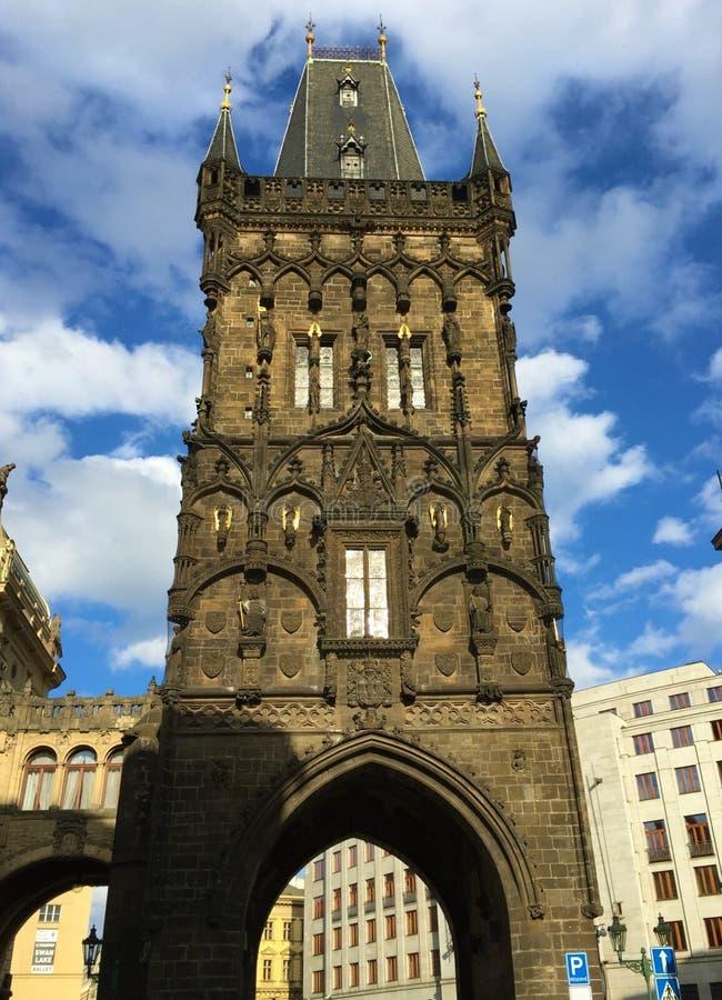 Прага, столица чехии - старая башня моста городка - готический памятник расположенный в Праге стоковое фото