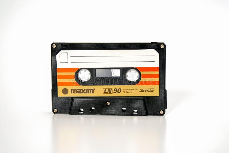 ПРАГА, ЧЕХИЯ - 29-ОЕ НОЯБРЯ 2018: Аудио компактная сентенция LN 90 кассеты Магнитофонная кассета на белой предпосылке, вид сперед стоковое изображение