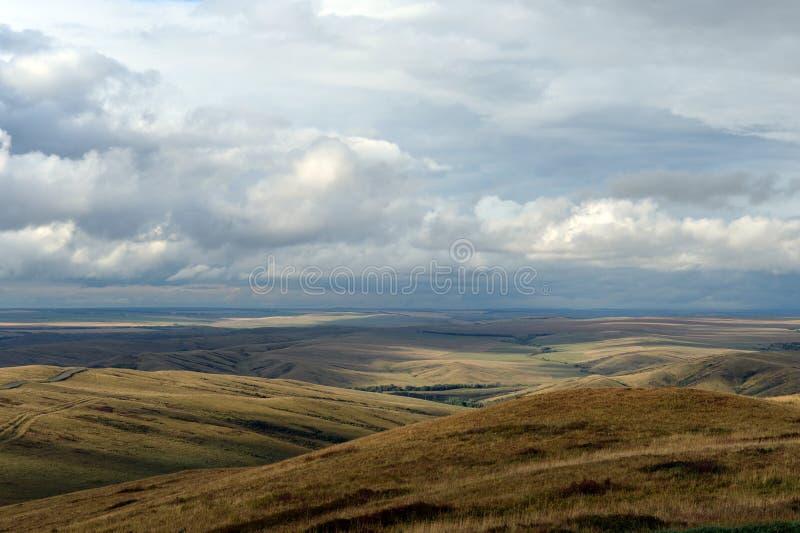 Предгорья осени Altai Западное Сибирь Россия стоковое изображение
