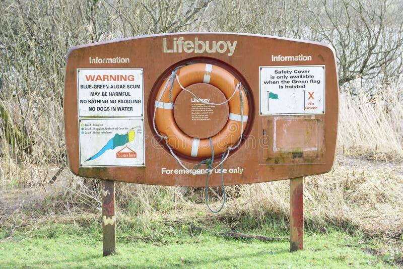 Предупредительный знак водорослей заповедника томбуя жизни на Lochwinnoch стоковое фото rf