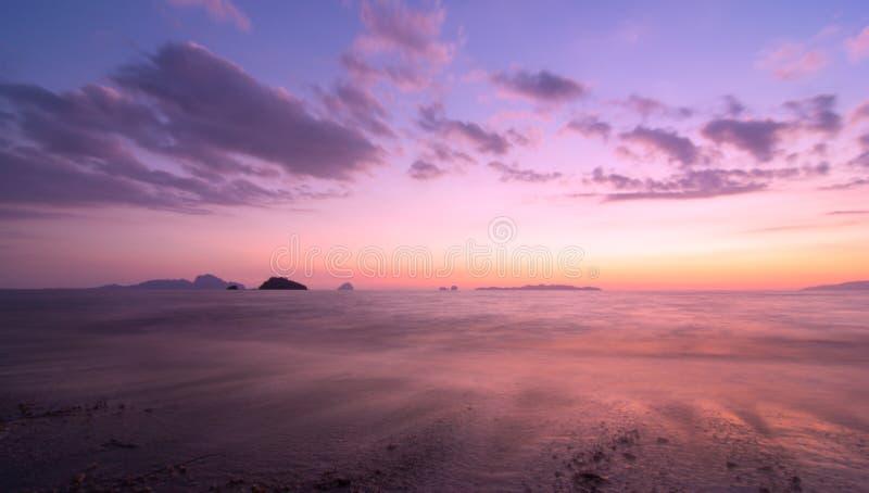 Природа захода солнца красочная на море Andaman Таиланде стоковые фотографии rf