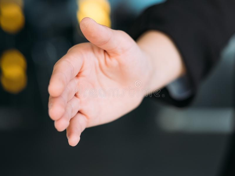 Присоединяться к руке жеста приветствию команды дела приветствуя стоковая фотография rf