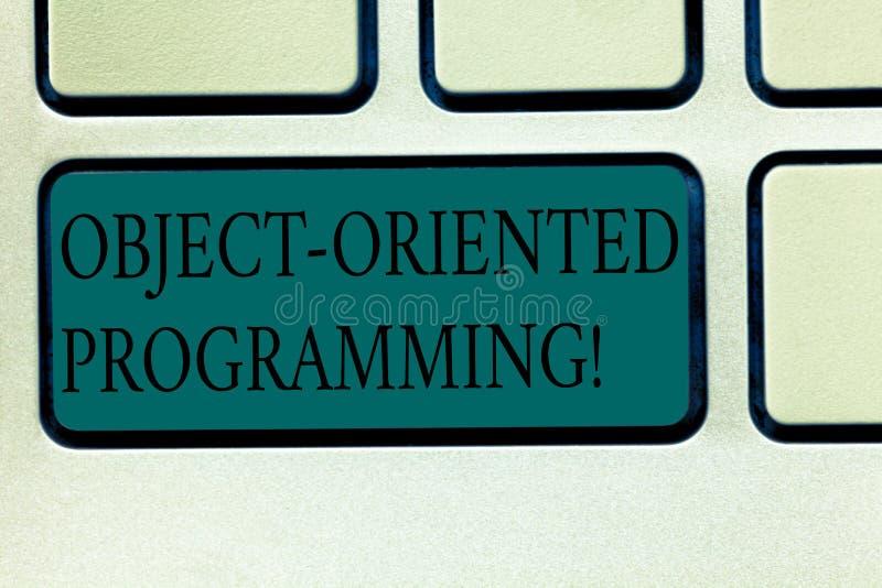 Программирование текста сочинительства слова объектно-ориентированное Концепция дела для объектов языка модельных а не клавиатура стоковые фото