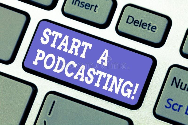 Показ знака текста начинает Podcasting Схематические подготовка фото и распределение аудио файлов используя клавиатуру RSS стоковые фото