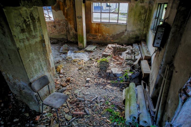 Покинутое старое загубленное промышленное предприятие стоковые фото