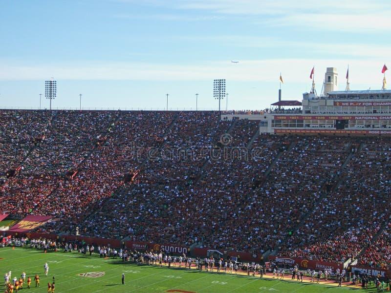 полное stadion во время спички стоковые изображения