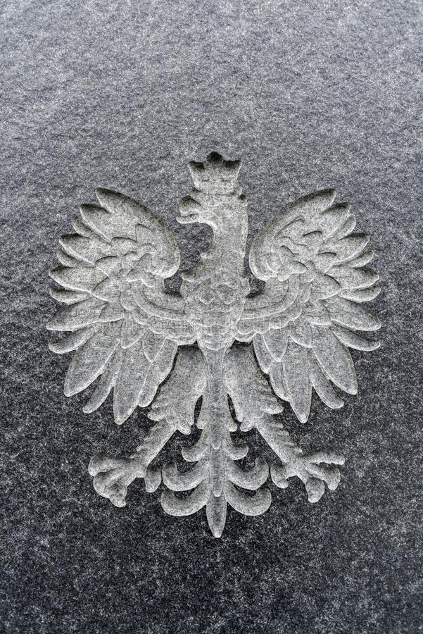 Польский орел высекаенный в мраморе Польская эмблема стоковая фотография