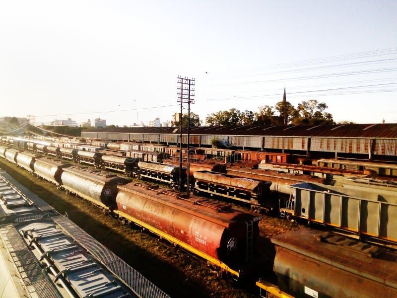Получившиеся отказ старые поезда на заходе солнца стоковое фото rf