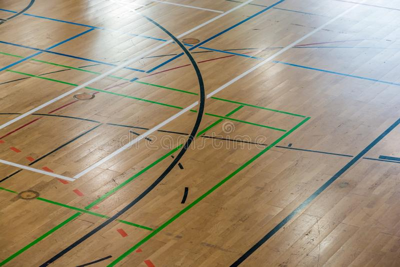 Пол залы спорт с многочисленными игровыми площадками стоковое изображение rf