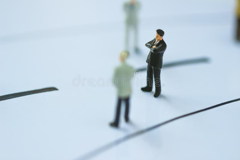Положение бизнесмена на бизнес-линии стоковое изображение rf