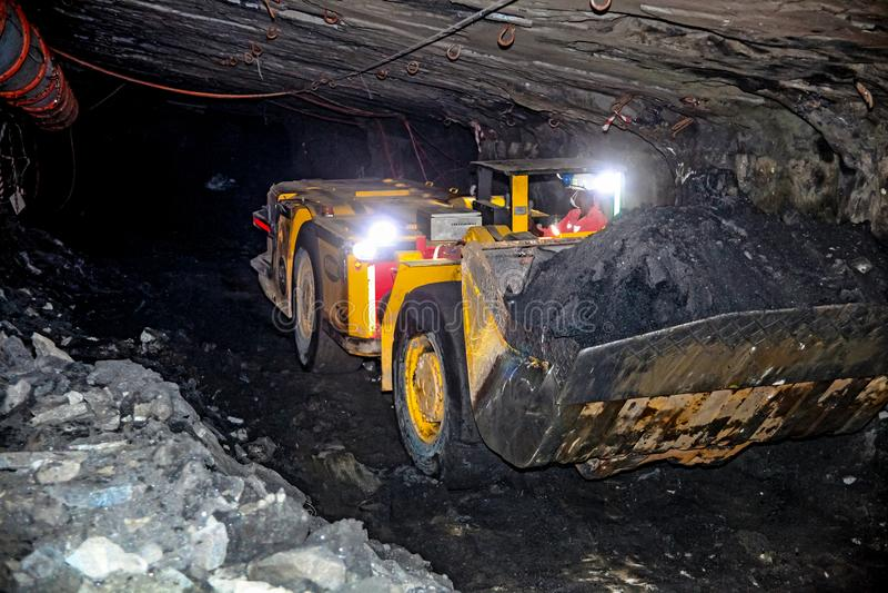 Подземное минирование и оборудование палладиума платины стоковое изображение