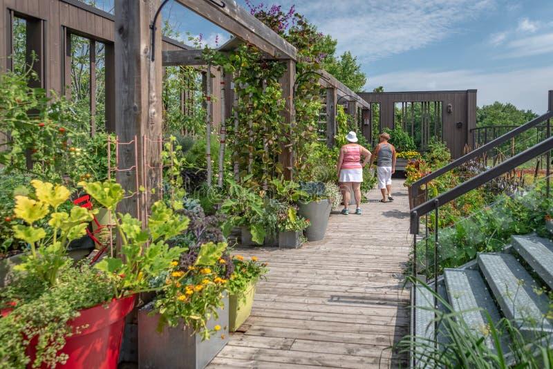Посетители на Дэниэле a Сад Seguin, Квебек стоковое изображение rf