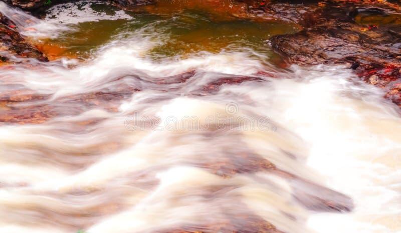 Поток водопада и потока пропуская и красивый стоковое изображение