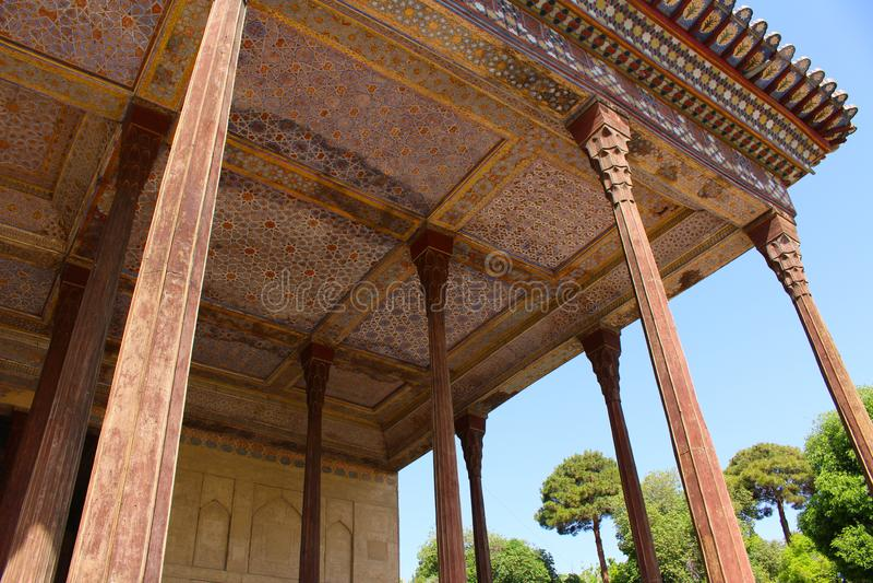 Портик в павильоне Chehel Sotoun, Isfahan, Иране стоковое фото rf