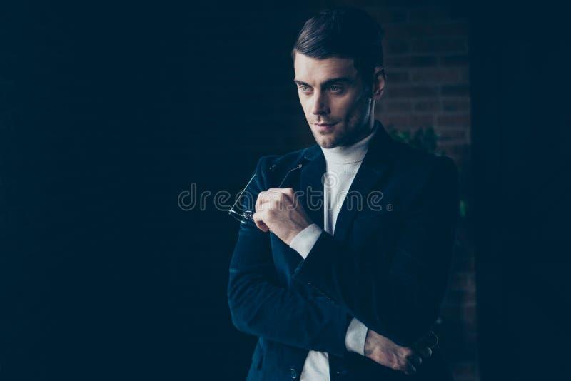 Портрет его он славный милый красивый стильный ультрамодный умный умный умный основатель компании парня оно человеческие ресурсы стоковые изображения