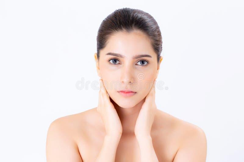 Портрет макияжа красивой женщины азиатского косметики, шеи касания руки девушки и улыбки привлекательных стоковая фотография rf