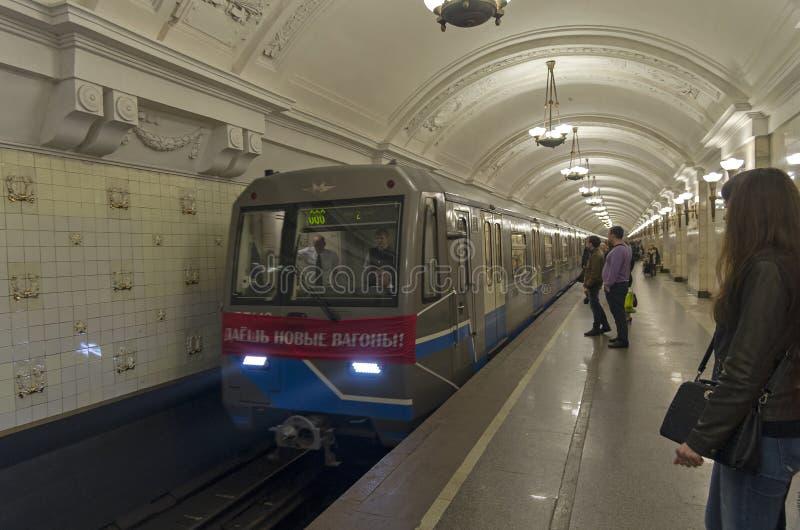 Ðœetro pociąg dekorujący z sztandarem zdjęcia royalty free