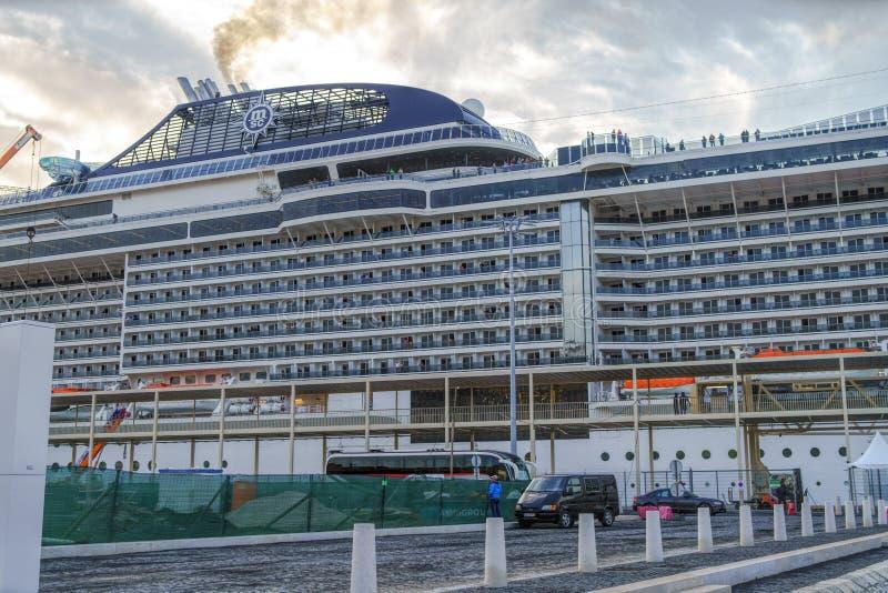 Ð•él MSC Meraviglia atracado en el puerto foto de archivo