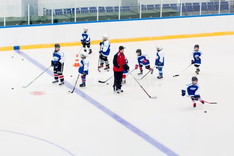 Ð-¡ hildren ishockeyturnering för ` s royaltyfria bilder
