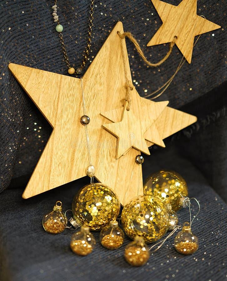 Ð ¡ hristmas装饰,与金子闪烁的透明中看不中用的物品 免版税图库摄影