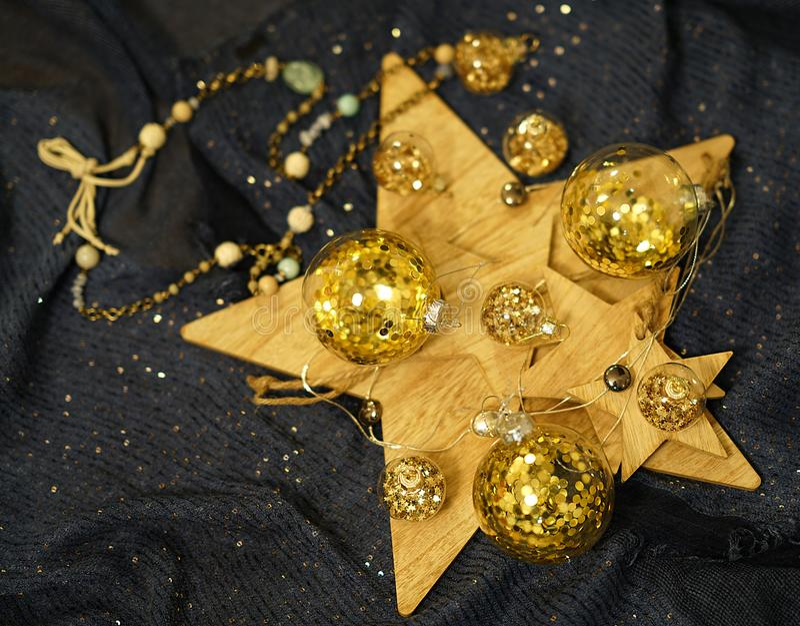 Ð ¡ hristmas装饰,与金子闪烁的透明中看不中用的物品 免版税库存图片