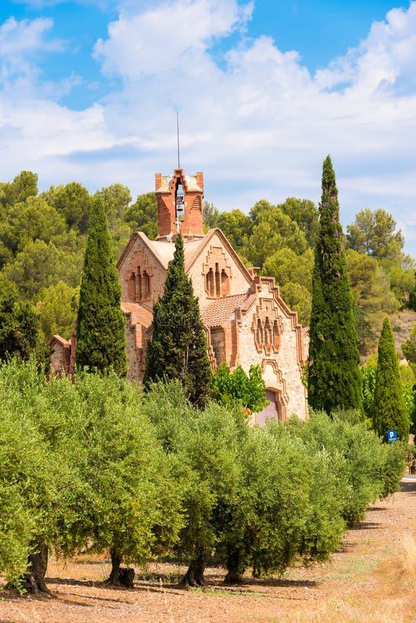Ð-¡ hurch Ermita Mare de Deu de la Riera in Les Borges Del Camp, Tarragona, Catalunya, Spanien Kopieren Sie Raum für Text vertika lizenzfreie stockbilder