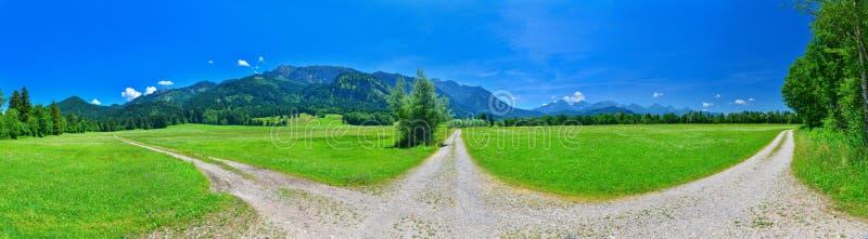 Ð ¡ rossroad dichtbij de zomeralpen, Chwangau, Duitsland stock foto's