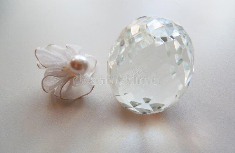 Ð ¡ rystal蛋和珍珠小珠 免版税库存图片