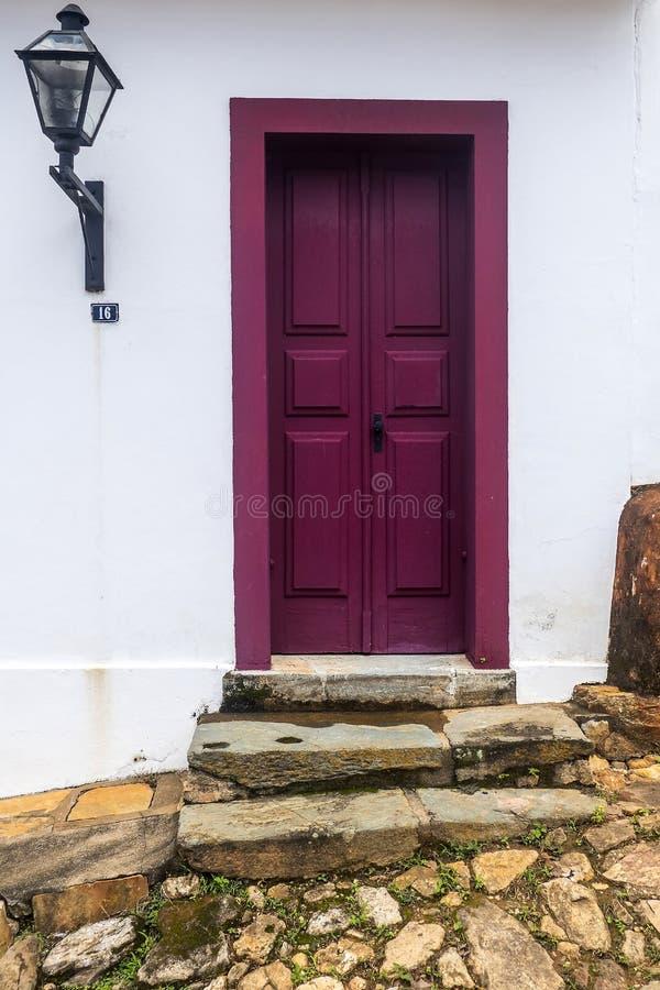 Дверь в Tiradentes - минах Gerais - Бразилии стоковое изображение