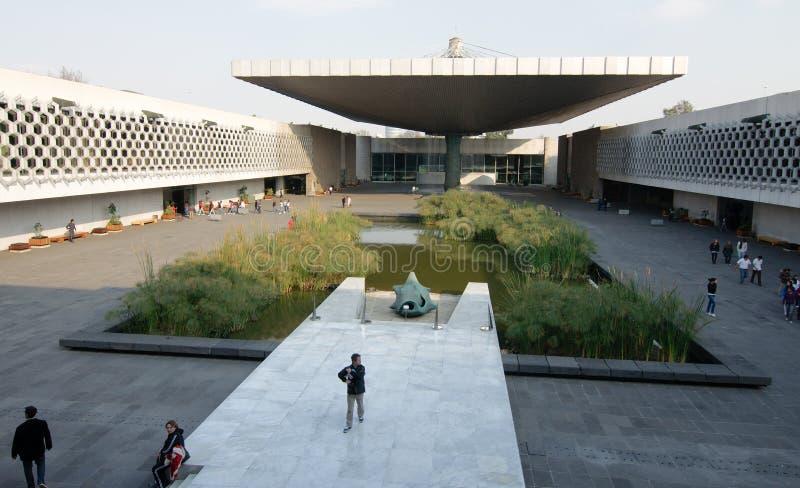 Двор Национального музея антропологии, Мексики стоковые фото