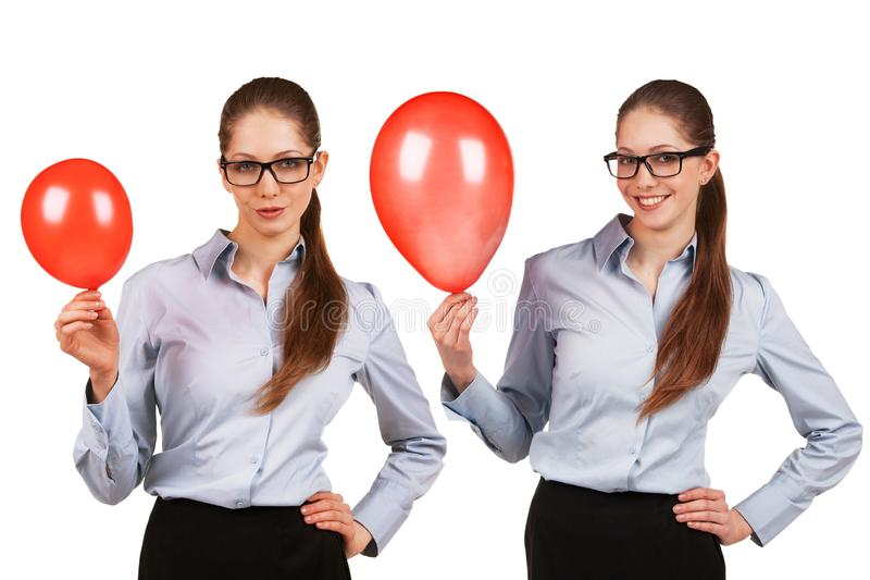 Девушка в стеклах с надутым красным воздушным шаром стоковое изображение