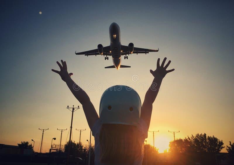 Девушка и самолет стоковое фото rf