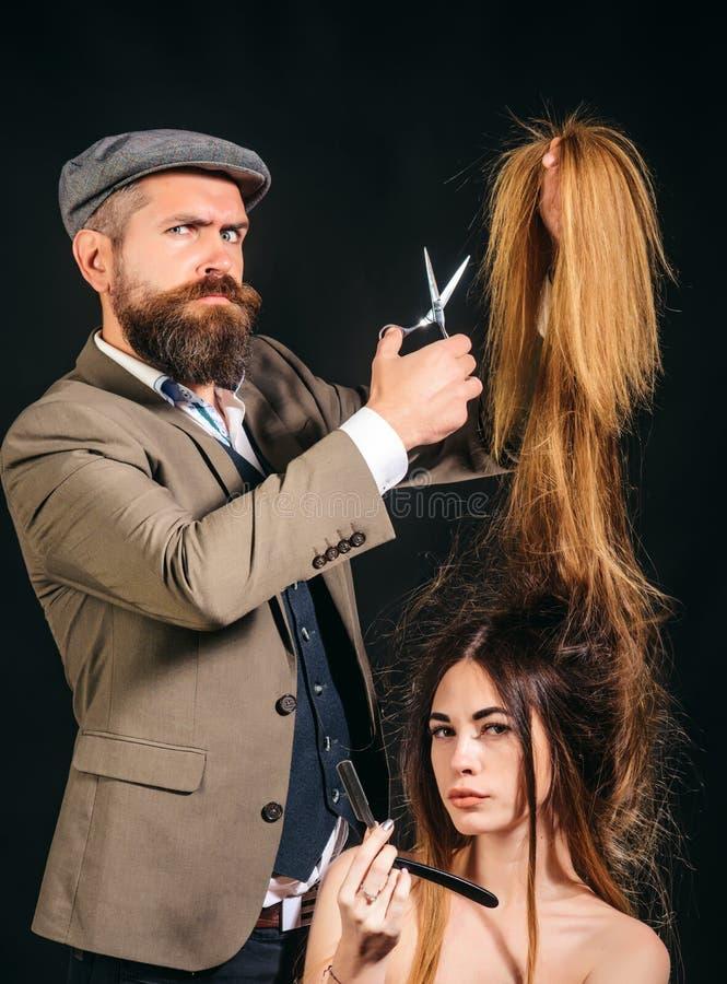 Девушка модели красоты со здоровыми волосами волосы длиной Стрижка моды парикмахер, салон красоты стрижка самомоднейшая Идеи окол стоковое изображение