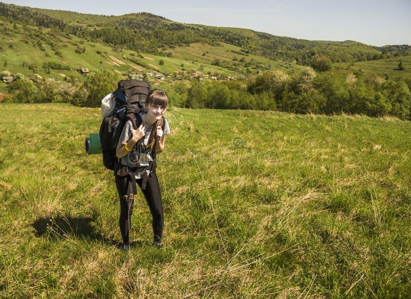 Девочка-подросток на походе стоковое изображение