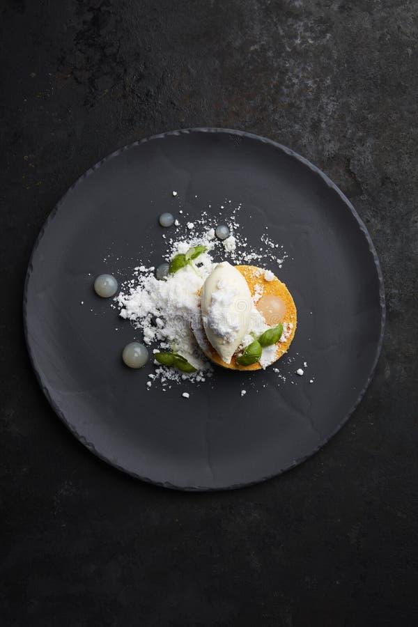 Десерт манго и кокоса стоковое изображение