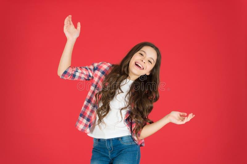 детство счастливое мода ребенк красивейшие волосы девушки немногая длиной День детей девушка счастливая немногая Внимательность в стоковое фото