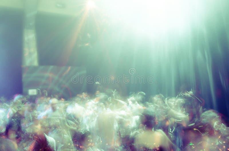 Динамическая атмосфера танцевального клуба стоковые изображения rf