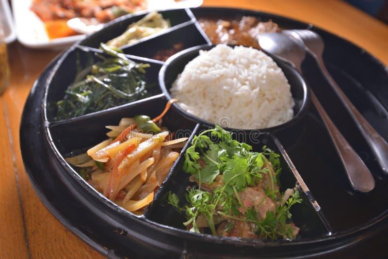 Диск veggie моркови мяса риса стоковые фотографии rf