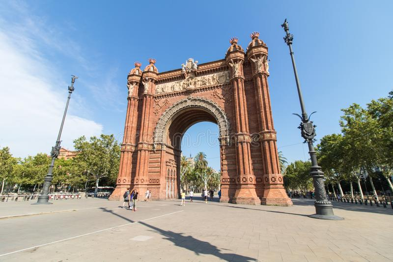 Дуга de Triomf/свод триумфа, компании Passeig de Lluis, Барселона, Испания стоковая фотография