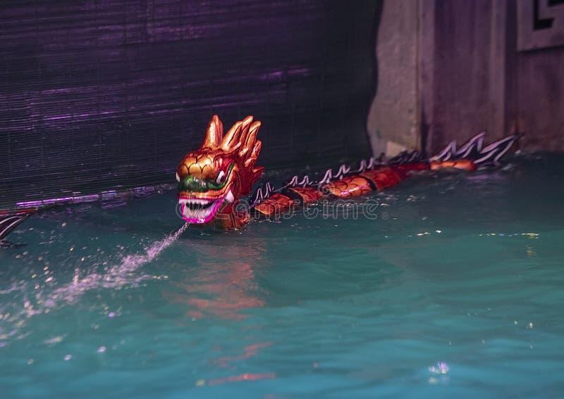 Дракон для театра марионетки воды Thang длинного, Ханой марионетки воды, Вьетнам стоковое изображение rf