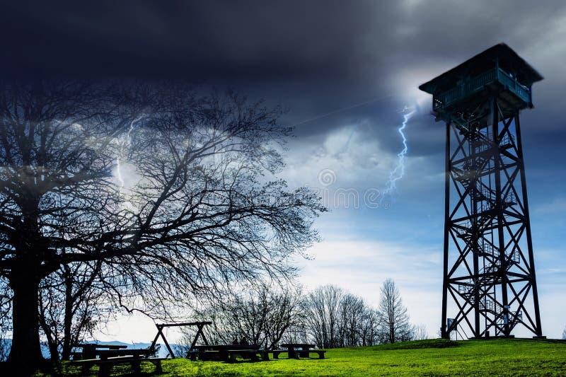 Драматическое небо с молнией стоковое фото rf