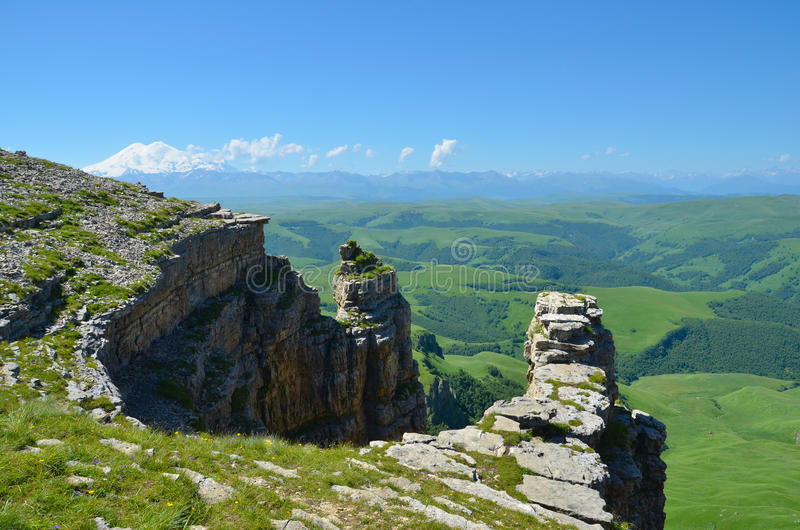 Ð ¡ anyon na tle góra Elbrus obrazy royalty free