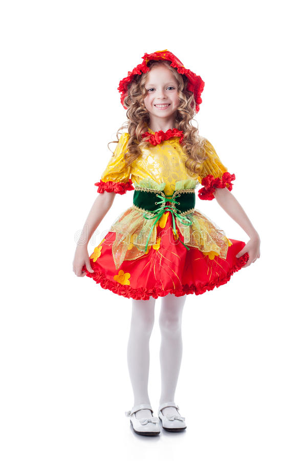 Ð-¡ heerful kleines Mädchen, das im Karnevalskostüm aufwirft lizenzfreie stockfotografie