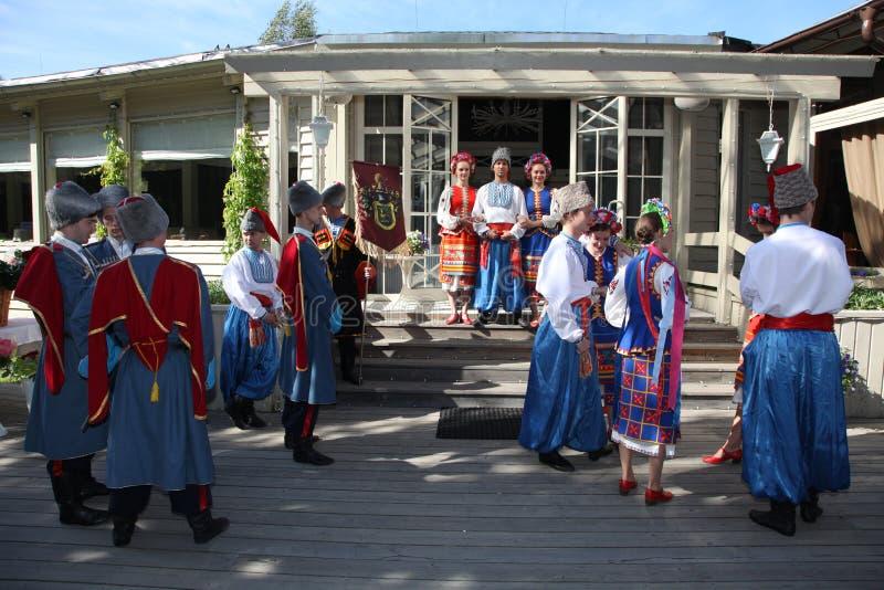 Ð ¾ n scena jest tancerzami i piosenkarzami, aktorzy, chorów członkowie, tancerze Korpus De Balet, soliści Ukraiński Kozacki zesp obraz royalty free