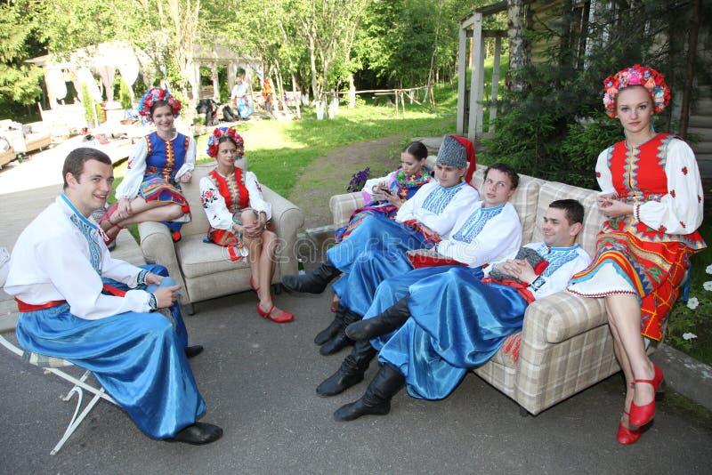 Ð ¾ n scena jest tancerzami i piosenkarzami, aktorzy, chorów członkowie, tancerze Korpus De Balet, soliści Ukraiński Kozacki zesp zdjęcie royalty free